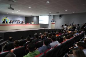 Armando do Valle discursando na solenidade de 50 anos